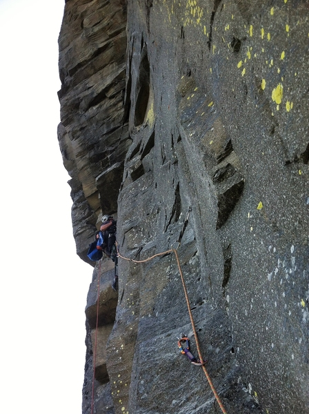 Ivan leading P4, a short traverse pitch.