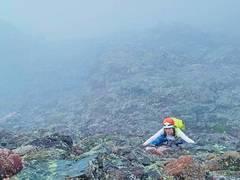 Rock Climbing Photo: Climbing the Needle headwall in a dense fog. Felt ...
