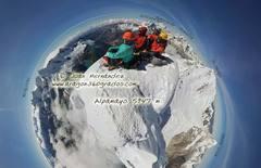 Rock Climbing Photo: Alpamayo top