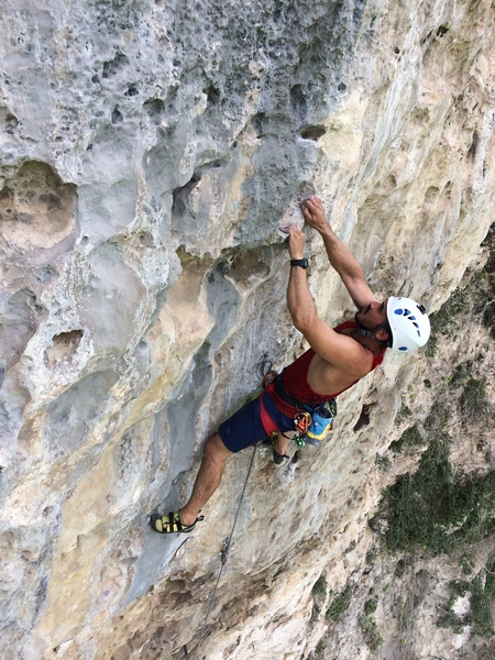 PR local Hector Estrada on the final crux and just below the anchors on the enduro second pitch of La Avispa.
