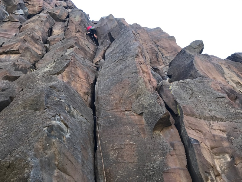 Fun crack into a big boulder which you need to work around!