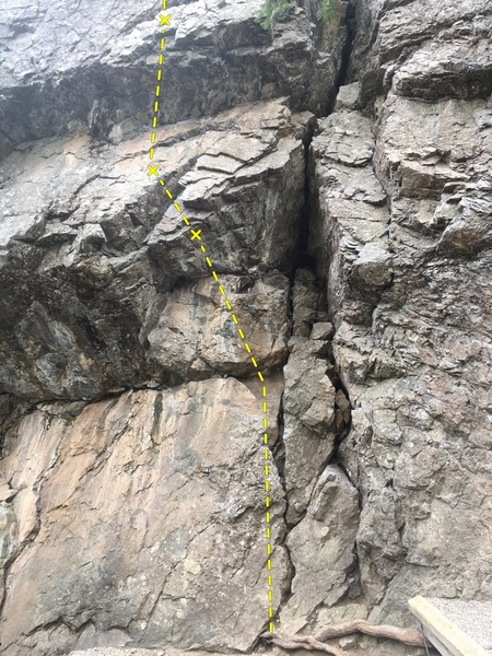 Very short route just left of the large crack