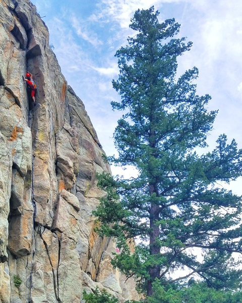 Moving into the crux! I didn't stem across to the horn. Just keep chimneying.