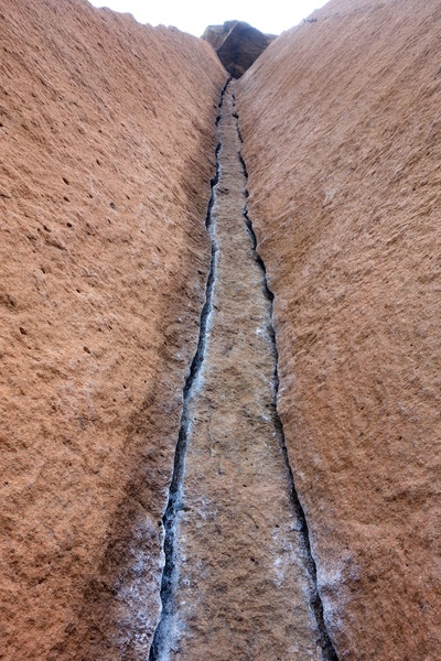 The cracks of Wondertwins.