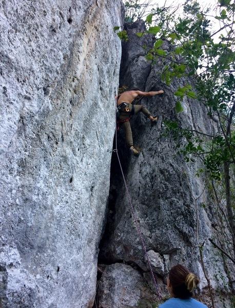 Manolo on the first ascent. <br> Manolo en el primer ascenso.