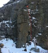 TK421 climbs the right side of the broken pillar.