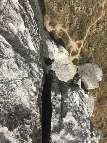 A beautiful crack/face climb up to a  gorgeous summit.