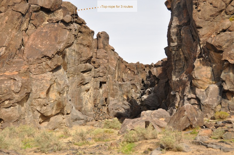 Upper Falls - A closer look into the canyon. If you can be creative with your anchors, set up this top-rope.<br> You can cover 3 routes like that and the overhang at the top makes for a nice fall to thin air from all 3.<br> See the next photo for close-up and routes