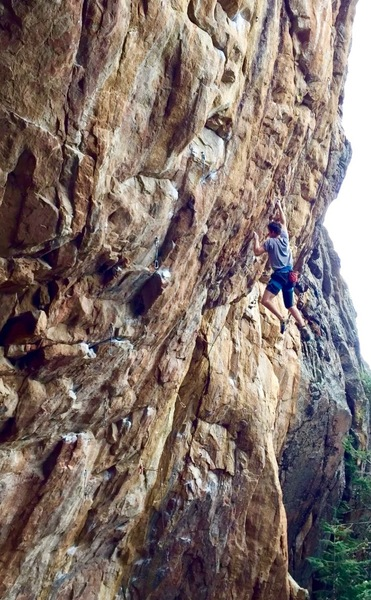 Catching the good incut in the crux. With better beta, feet cutting is not required.