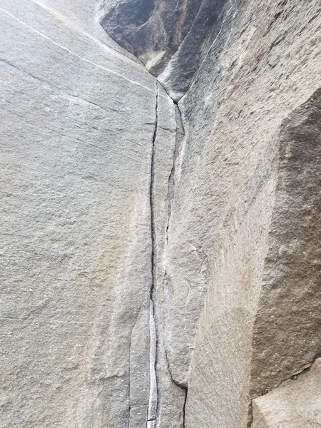 Leoni starts in the dihedral with a cruiser hand crack.