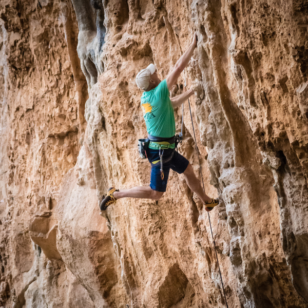 Fred gives us his best #ladzinskileg on the crazy fun tufas of Canguaro. November 2017.