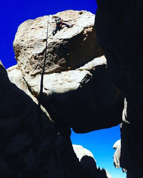 Choke stone pebble wrastle!