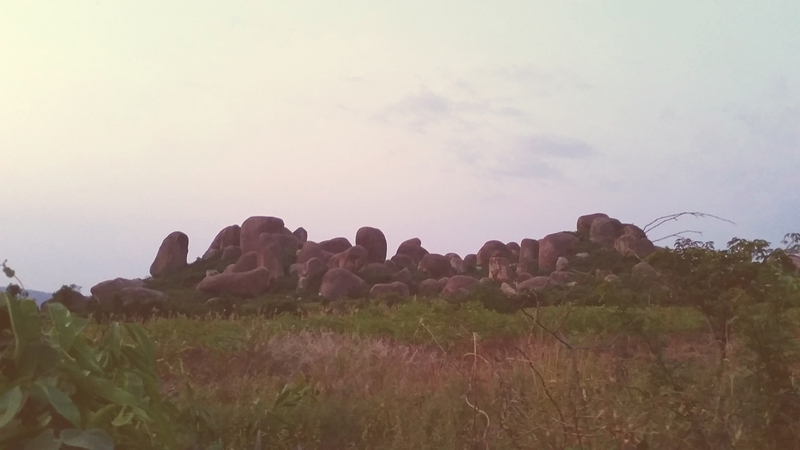 One of the hundreds of boulder clusters near Kisumu