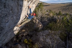 Sam Berg sticking it on the crux of Genetic Drifter, 5.14