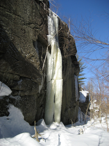 White Fang (WI5-). The thin sheet of ice to the right has also been led (Chris Thomas ca 2003)