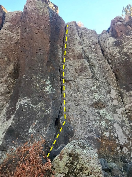Easy Twin Left. Easy Twin right can be seen in the photo as the crack with the rope.