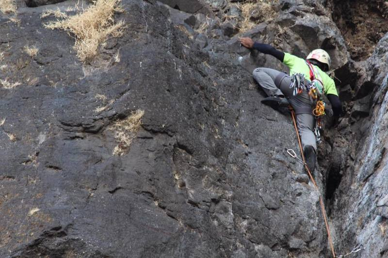 Shifting to face climb from crack system on Pitch-2