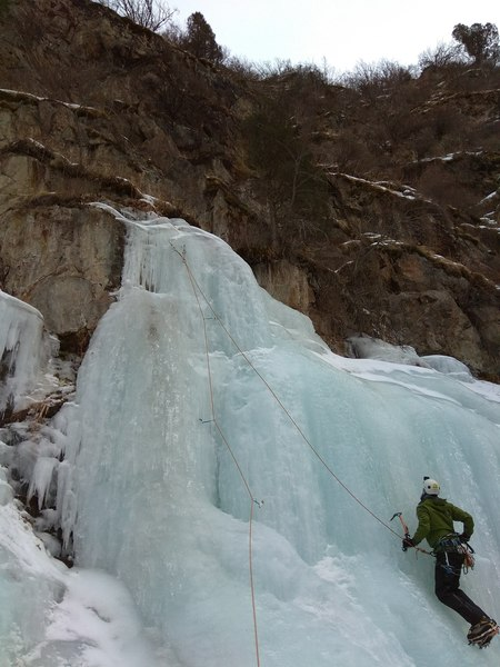 Jeff top roping the extreme right part of the middle section.  Trying to get some picks into the ice curtain over there.