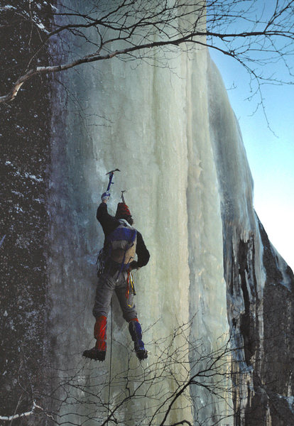 Rainsford Rouner leading the crux pitch on the FA of the 'Dropline' in Feb 1976.