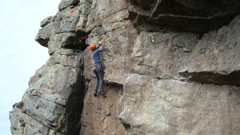Diego manages the crux move on La perezosa