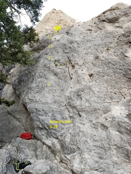 School's Out 5.10 (left to right, this is the second route on Recess Wall)