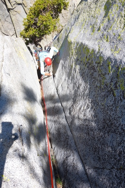 Final groove to the top. I recommend running Pitch 2 all the way to the top. It is a 60-65m pitch, but gives you a nice belay at the big tree on a flat ledge rather than a small stance on a ledge.