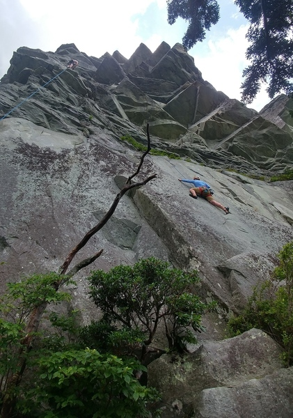 5.9 balancy, reachy slab leading to the funky roof move!