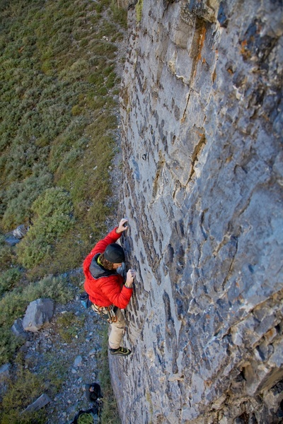 Nathan sticking to good chert crimps on a cool September morning.