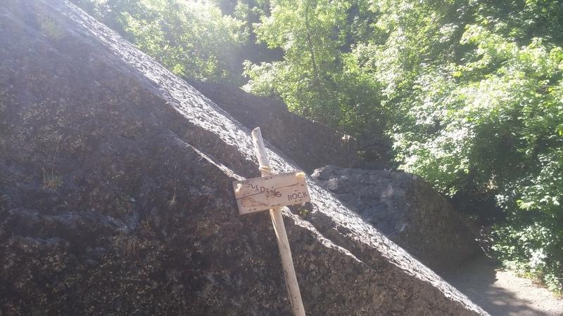 Downclimb area for Boulder 1 (V0)