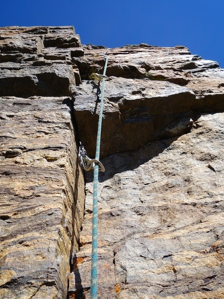 The 5.8+ thin crack variation for the final pitch. Be careful about the block in the photo - it vibrates.