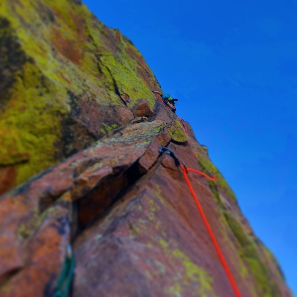 Jon Oulton on the pin ladder (P5).