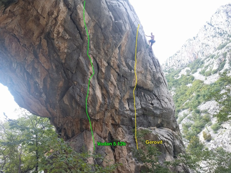 Like a fool, I didn't get the other side of the arch. This is a picture of slightly more than half an arch. There's other routes, I just didn't climb them. You'll have to get the guidebook to see for yourself. <br> <br> Gerovit is 11d