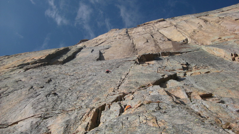 A picture taken atop the D1 pillar. From here, you can pretty much see the next 3 pitches of the route: continue up the 5.9 crack above, traverse left once you reach a fixed belay, and continue to a good stance 1 pitch below the 2 right-facing dihedrals.