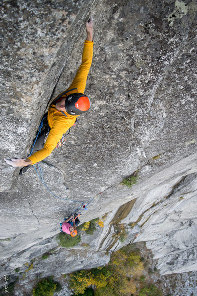Mark Westerberg mid-crux (4th pitch) on the FFA of Jericho Wall.
