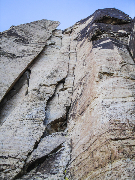 Looking up at the twin crack system of Mudterm.