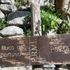 Trail sign at the bottom of the stairway leading up to the buco.