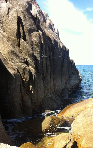 The approach to Lang Kai back in 2014. Traverse around these rocks until you get to the base of the climbs. Rope was pretty taut back then and I was quite stretched out at 5'4. Shoes would be nice for spikey barnacles.