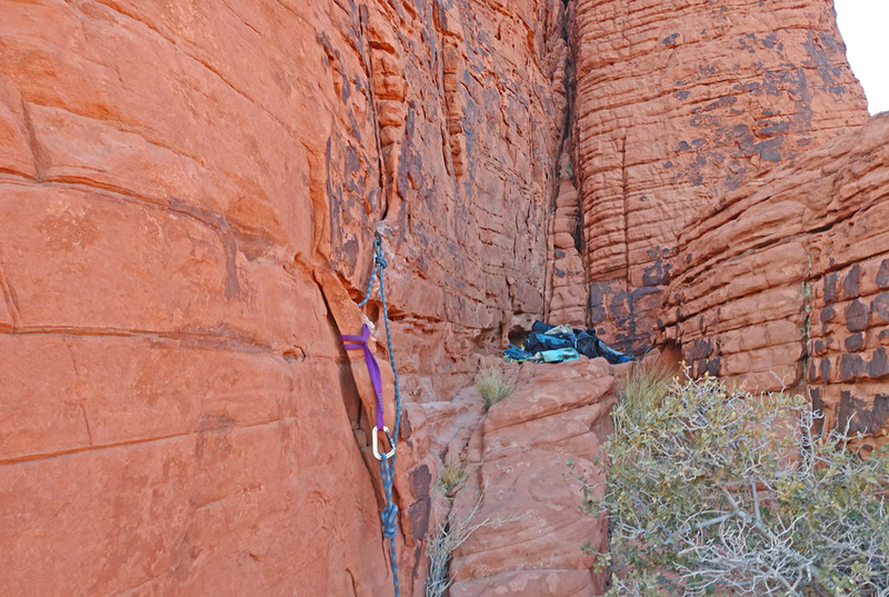 Pitch 2 top anchor for Calico Peak Stone Sweet Ridge : vertical rock hole + 1/2 inch bolt with hanger