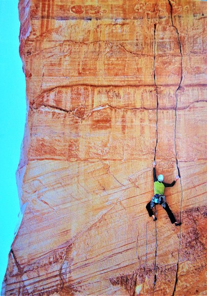 """Chris Tatum on the first lead of the 3rd pitch of Direct Flight. He rated this pitch 5.10+. John Burcham photo originally appeared in the Alpinist issue 33 article titled """"Still Life with Sand"""", with words by Andrew Frost."""