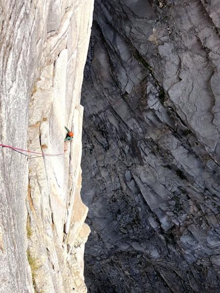 Brandon soaring high on La Pluma, climbing the flake pitch