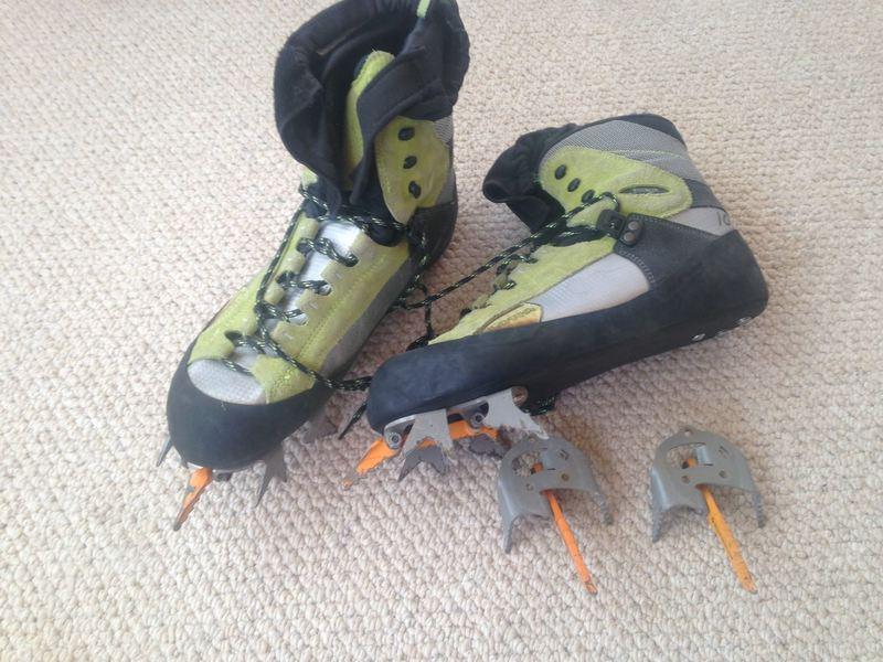 Size 10 Lowe Fruit Boots (2)