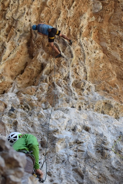 Hold that climber is heel hocking with left foot broke (again?) March 22, 2019