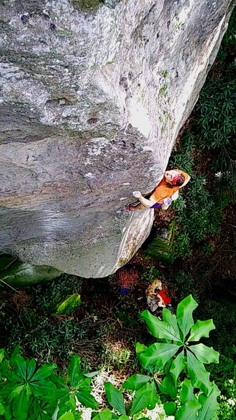 Chalking up before the upper crux, free solo