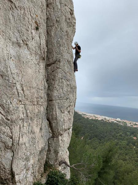 The crack on the left is the route. The dude on the right is on the 6b+ one route over.