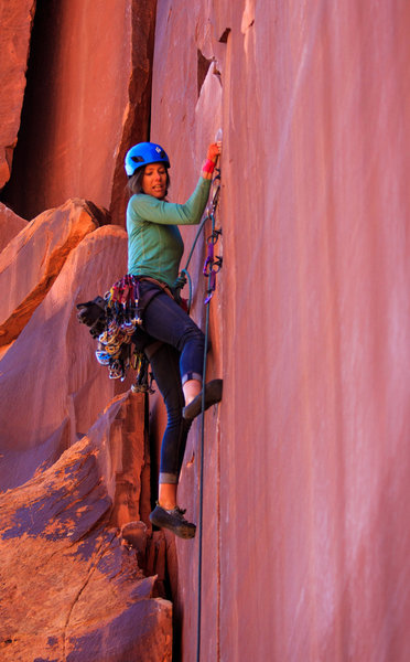 A few moves off the pillar and into the main crack which is about to traverse left.