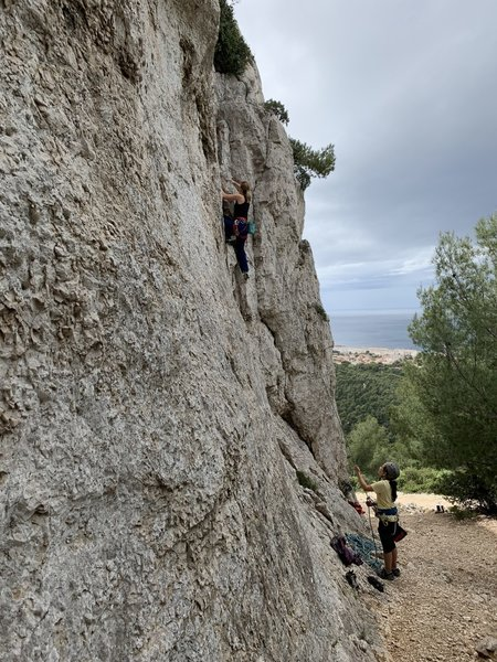 Ine climbing the crack!!