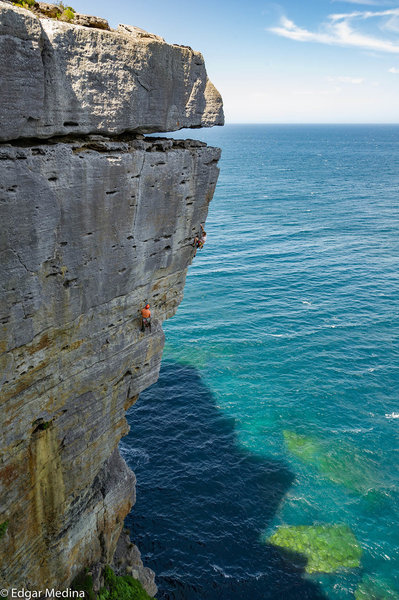 Jake Noblett climbing Our Terminal World (25/7b) at Point Perpendicular. Check out this and more in the360guide.com