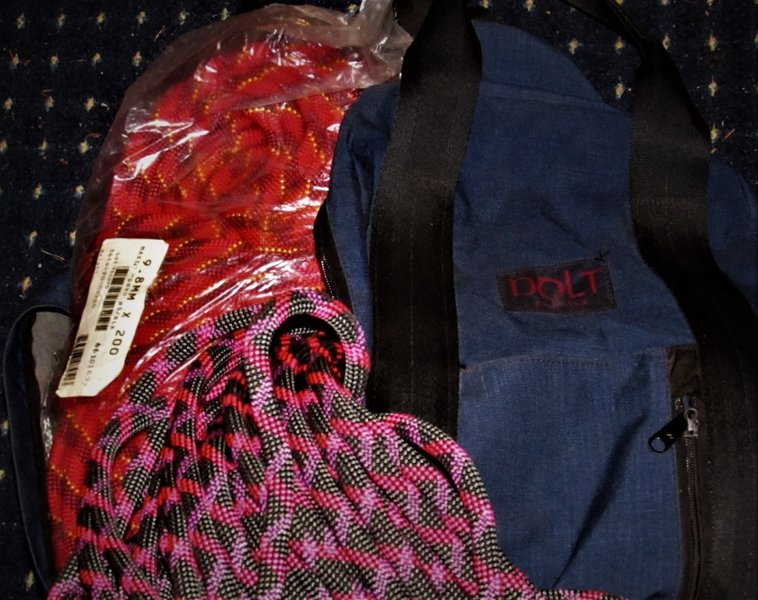 """Early '70s Dolt Rope Bag w/ The unused  """"Red"""" &the +50,pitches  """"Black"""""""