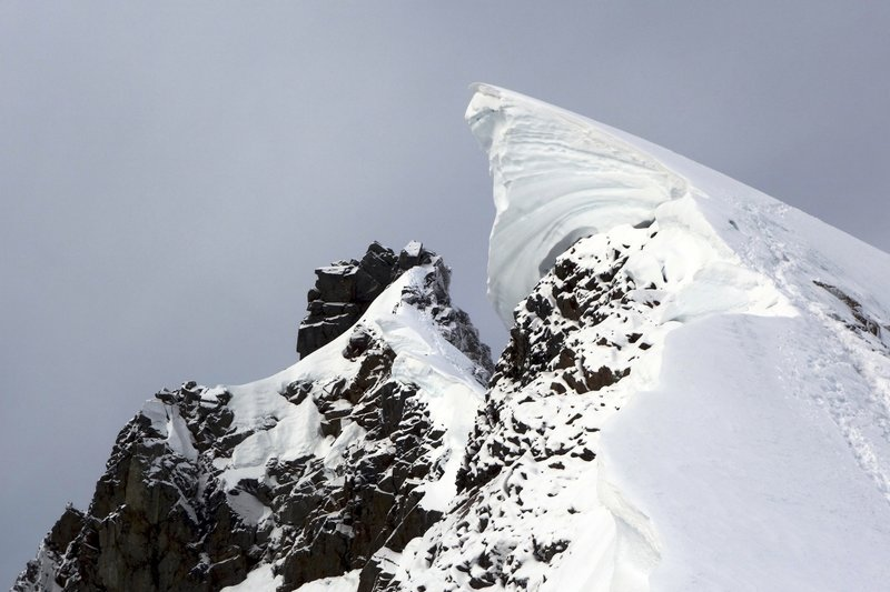 Cornice that forms in early season