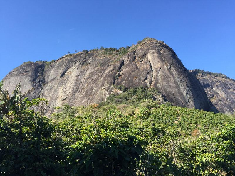 Pedrão de Pedralva from an approach trail